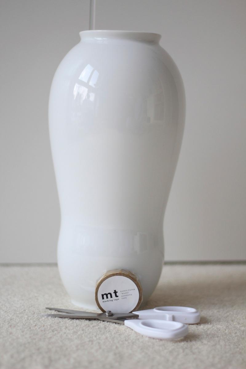 diy tutorial vase mit masking tape versch nern der blog f r regenbogenfamilien. Black Bedroom Furniture Sets. Home Design Ideas