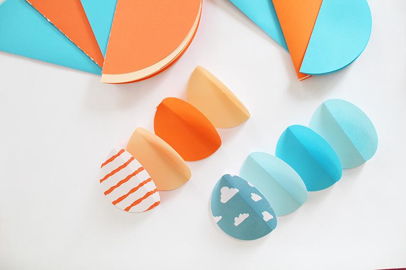 diy freutag mit papier basteln das babyzimmer mit papierkugeln dekorieren giveaway der. Black Bedroom Furniture Sets. Home Design Ideas