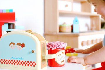 Mit Kindern kochen: Kinderküche Zubehör aus Holz - eine tolle Geschenkidee