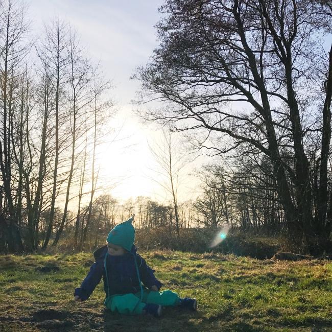 Mit Kleinkind die Natur entdecken - 5 Spielideen