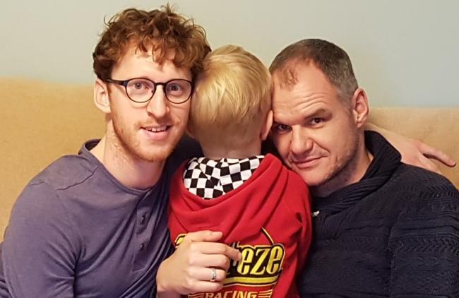 Zwei Vaeter Interview Pflegekind Regenbogenfamilie