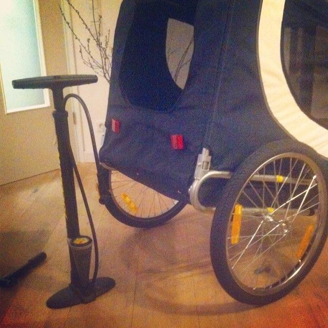 hundeanh nger f r fahrrad der blog f r regenbogenfamilien. Black Bedroom Furniture Sets. Home Design Ideas