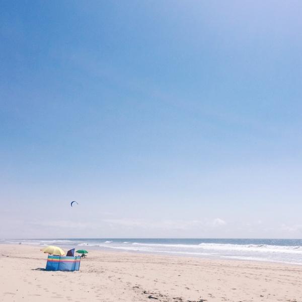 05 Sandstrand mit Hund Urlaub Kueste Frankreich