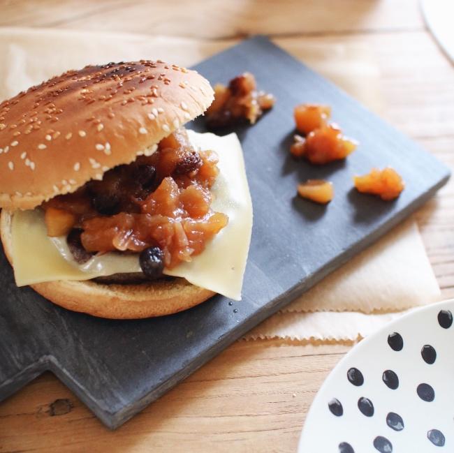 raffinierter-burger-mit-apfel-chutney-rezept