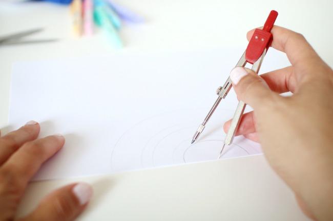 regenbogen mobile aus papier basteln mit pilot kreativ werbung der blog f r regenbogenfamilien. Black Bedroom Furniture Sets. Home Design Ideas