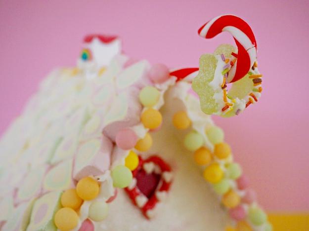 Lebkuchenhaus mit Kindern verzieren Weihnachten Ideen dekorieren Knusperhaus