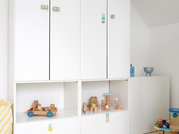 Deko Idee Kinderzimmer DIY Bauklötze anmalen Bausteine