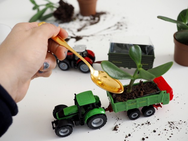 Dekoidee Kinderzimmer Spielzeugauto aufbewahren Idee
