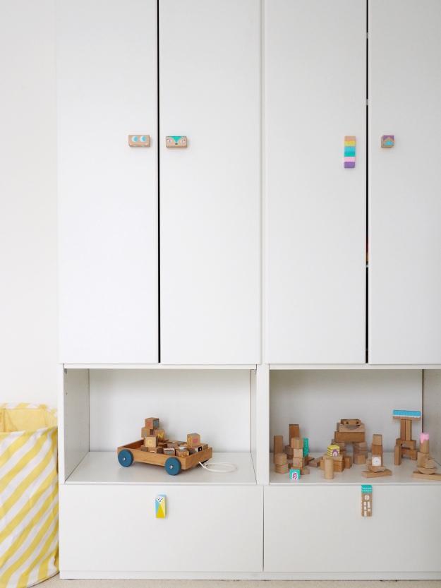 Möbelgriffe selber machen DIY Kinderzimmer Bausteine anmalen Bauklötze