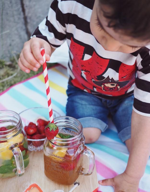 Ananas Eistee Rezepte Picknick mit Kindern im Garten Spielideen