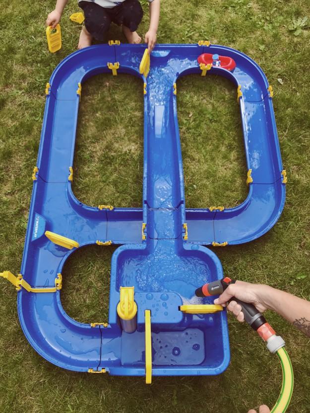 Frühling mit Kindern Wasserspielzeug für den Garten