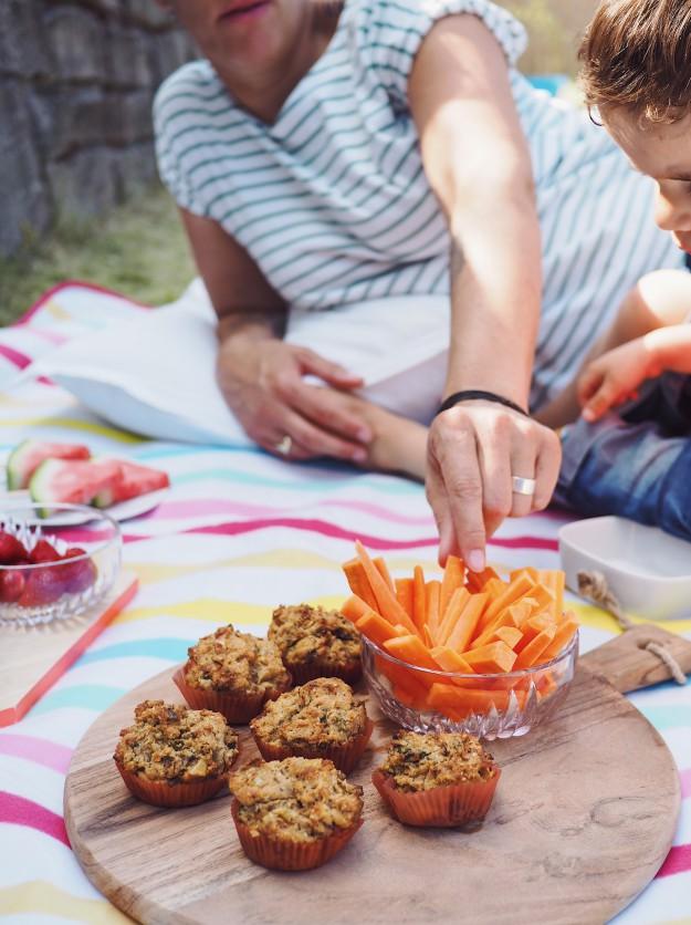 Picknick mit Kindern - Gemüsemuffins Rezeptideen - Picknick Sommertag mit Kindern