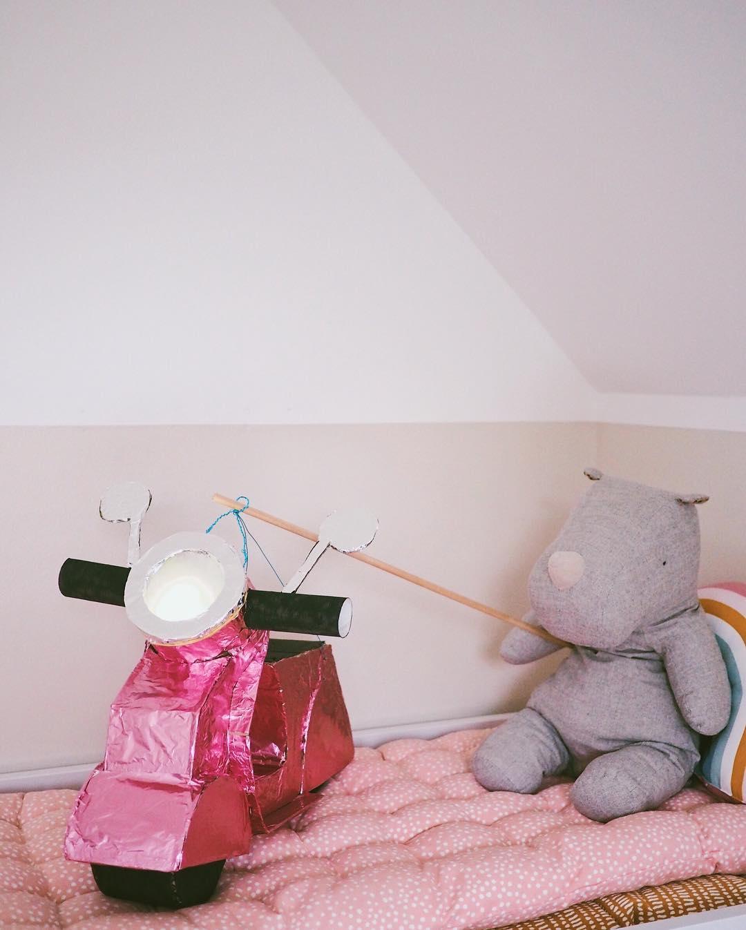 Laterne basteln mit Kartons - Basteln mit Kindern - Bastelidee Laterne Vespa selbstgemacht