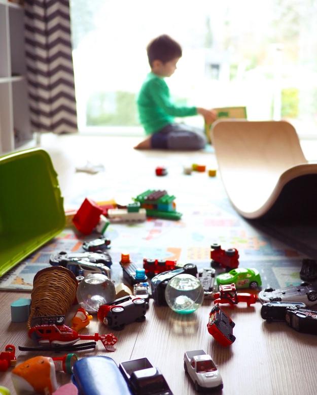 Kinderzimmer aufräumen Tipps für weniger Chaos