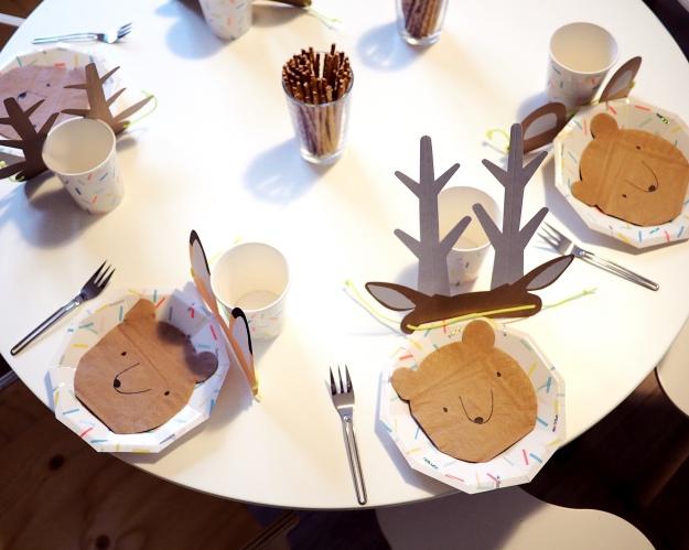 Waldtiere Kindergeburtstag Kindertisch dekorieren Bastelideen