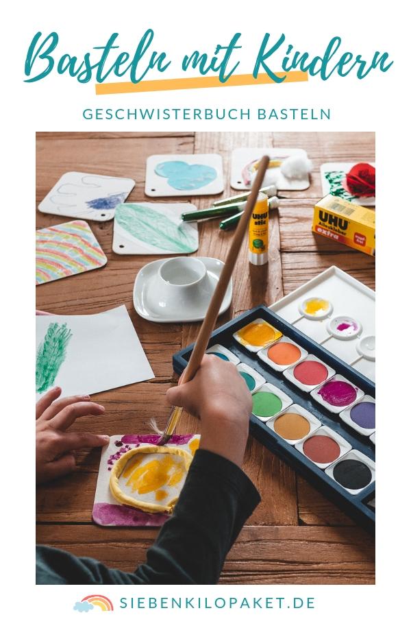 Basteln mit Kindern - ein Geschwisterbuch basteln - Tag der Geschwister - Werbung #sayitwithuhu