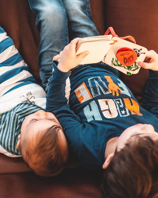 kuriose Feiertage - Tag der Geschwister - Basteln mit Kindern